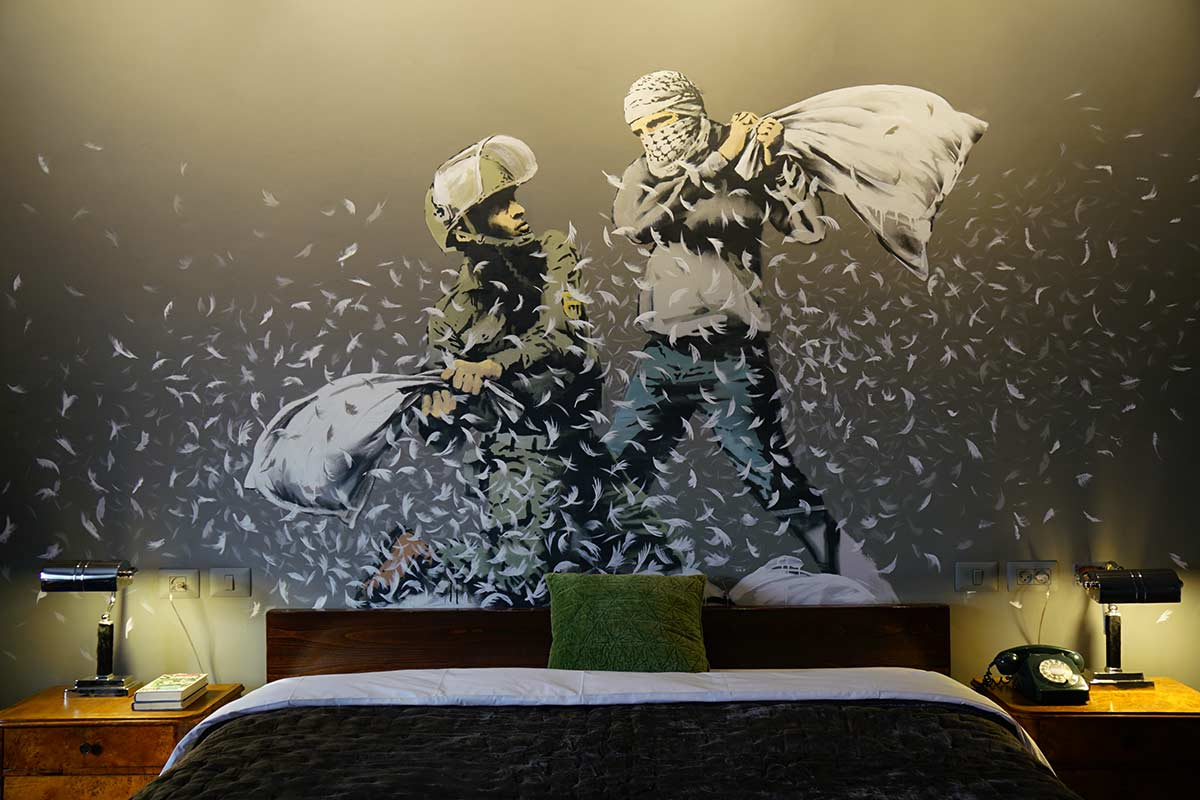 banksy walled off hotel kunst