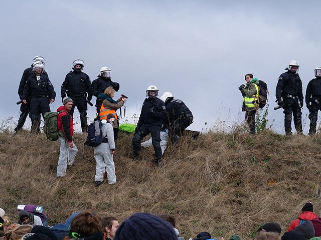 """""""Ende Gelände""""-Aktivisten bei der Besetzung des Hambacher Forsts (Foto: Leonhard Lenz)"""