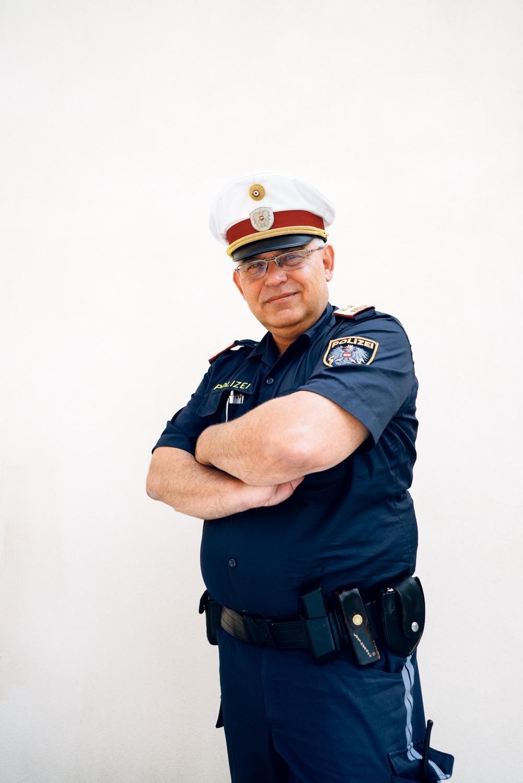 refugee cop, polizist