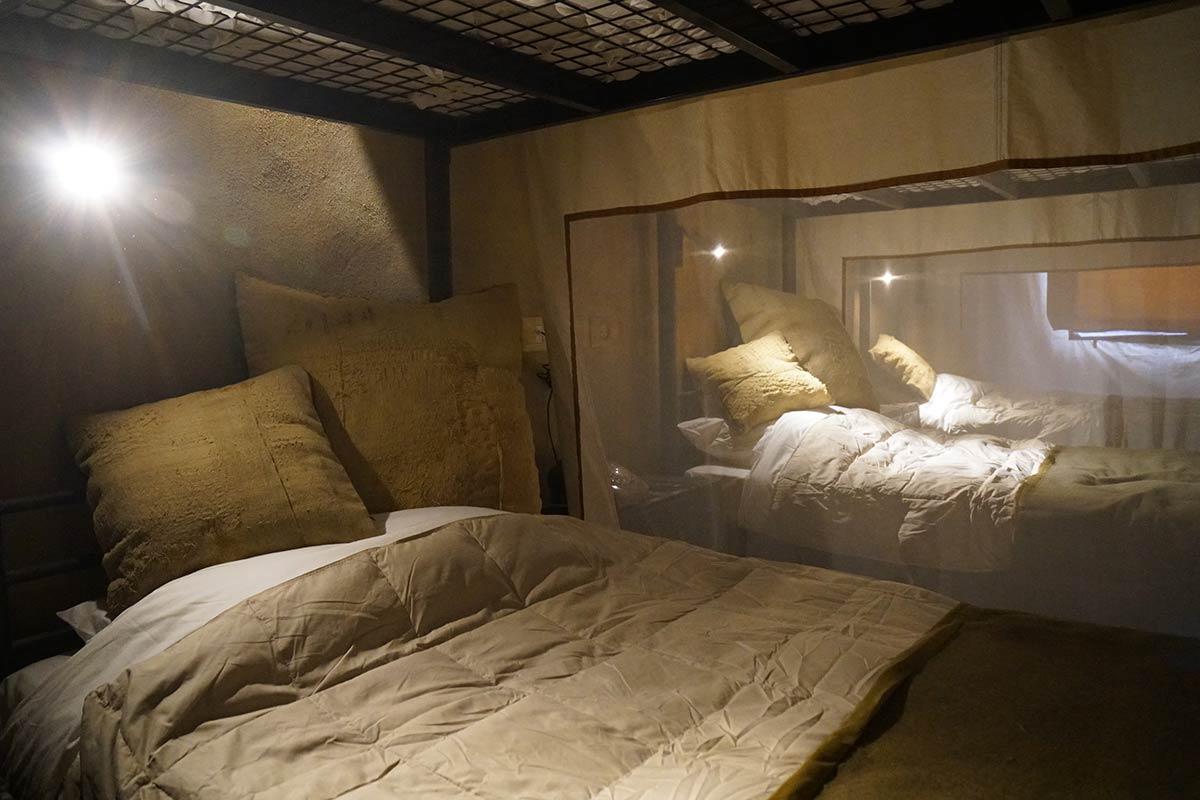 banksy walled off hotel bethlehem
