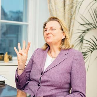Karin Kneissl