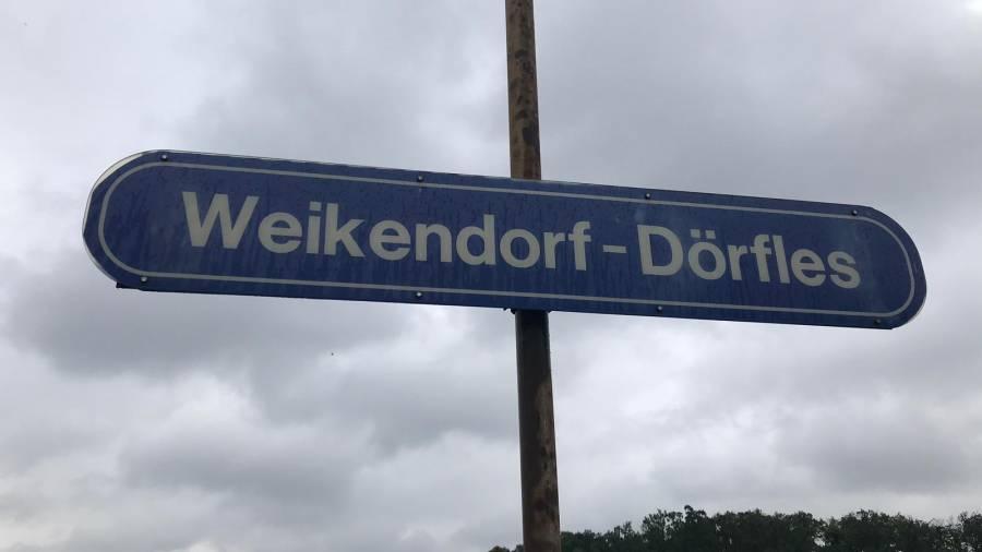 Zugschild, Weikendorf, Dörfles