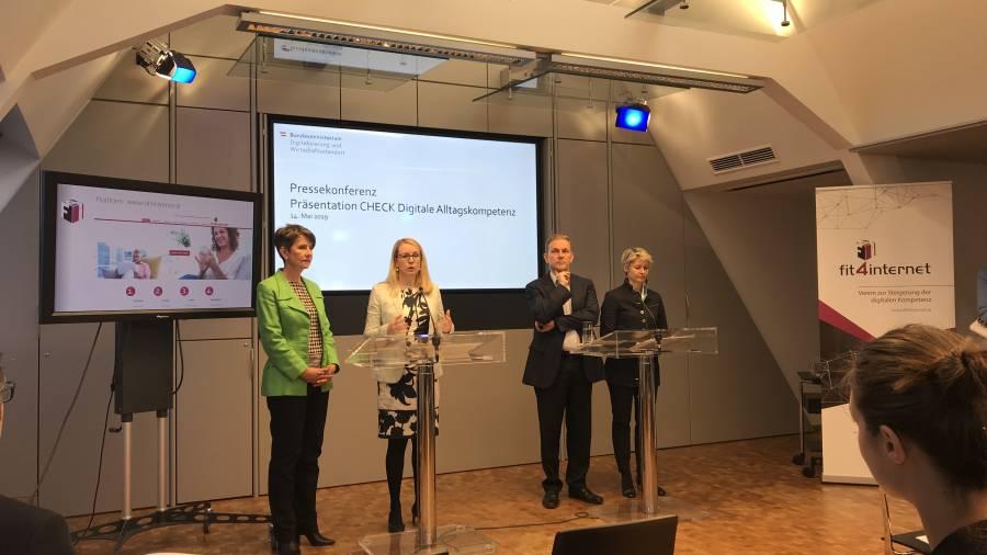 Pressekonferenz BMDW Margarete Schramböck