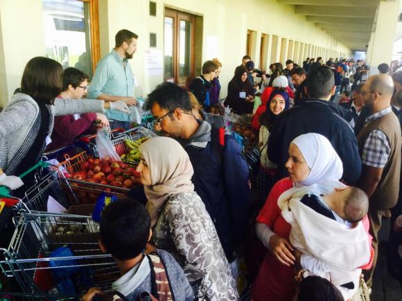 Westbahnhof Flüchtlinge Freiwillige Caritas