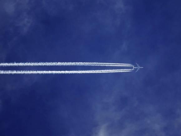 Flugzeugreisen sind heutzutage noch sehr beliebt.